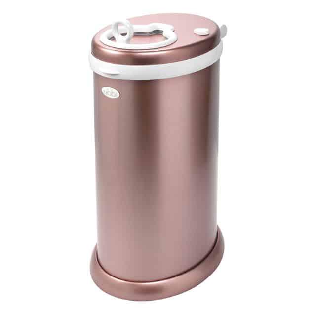 En rosa blöjhink i metall.